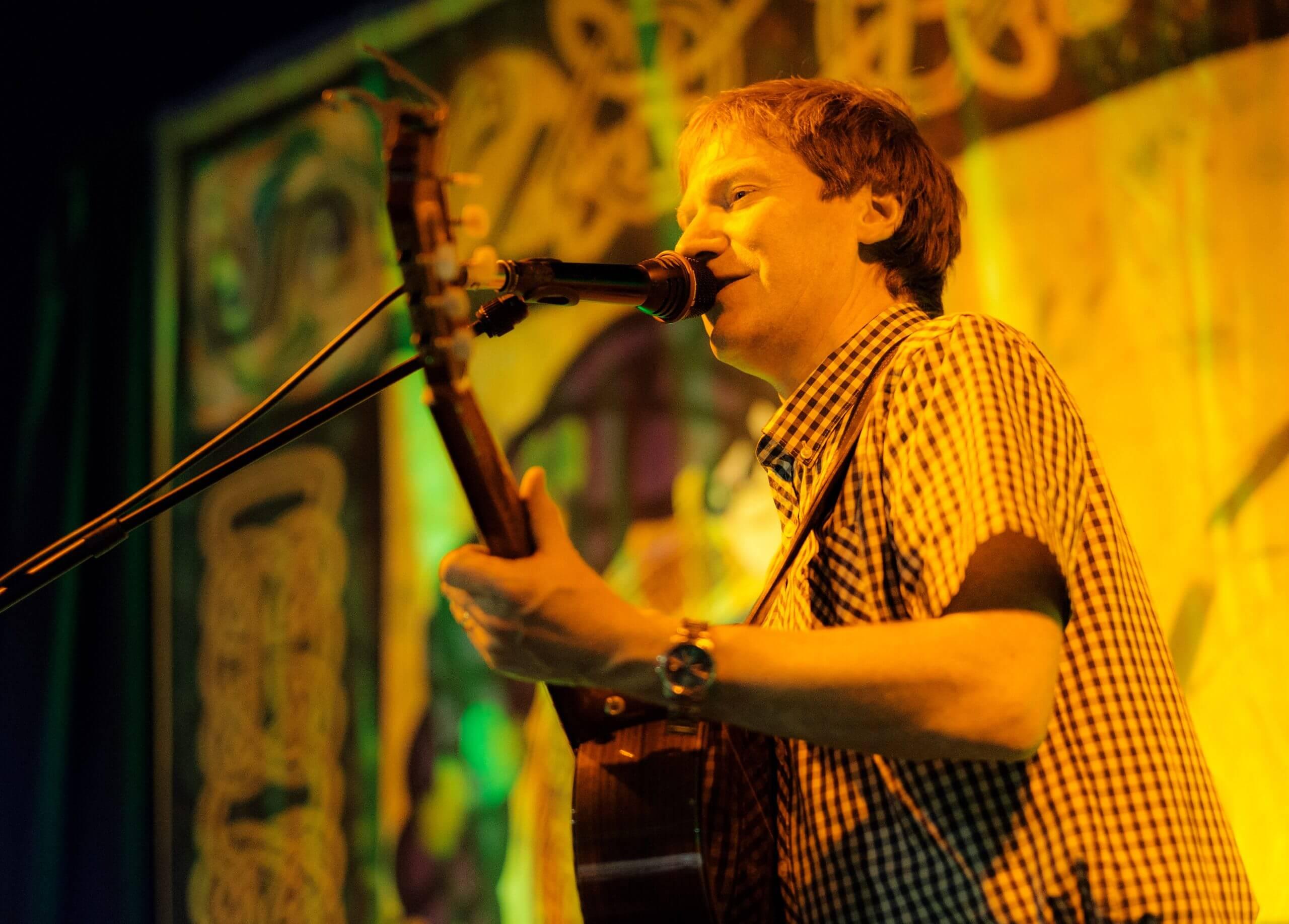 Singing in Irish Bar'