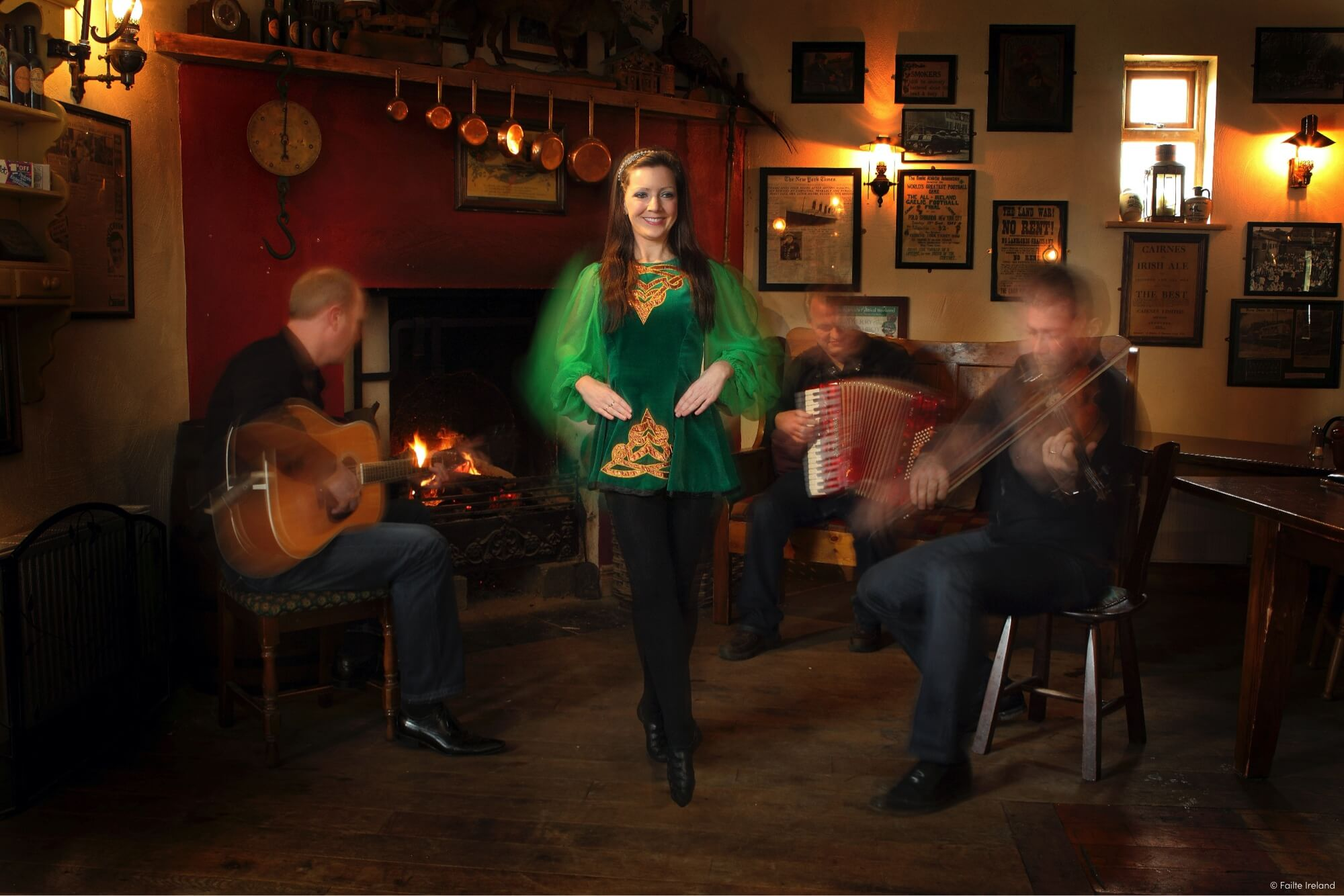 Merry Ploughboy Pub Irish Dancing'